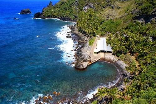 landing-cove-off-pitcairn