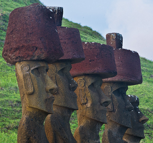 moai-altars