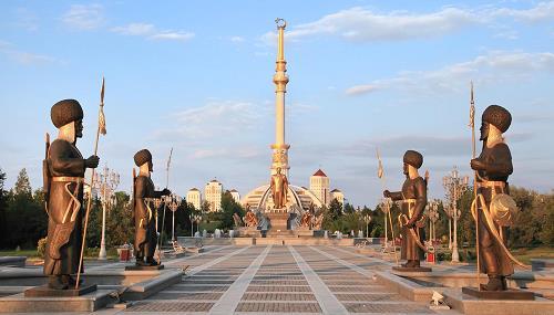 niyazov-monument-1