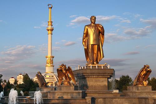 niyazov-monument-2