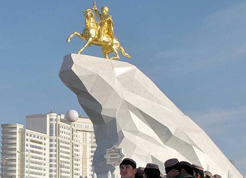 niyazov-monument-3