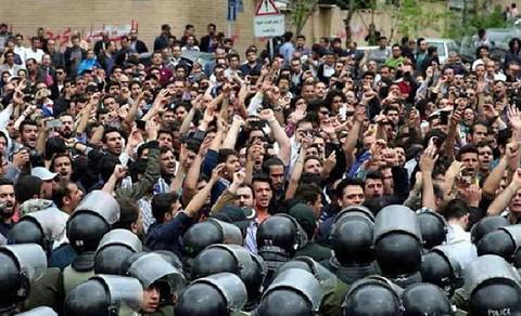 Protestors for regime change confronting police, Tehran, June 25, 2018