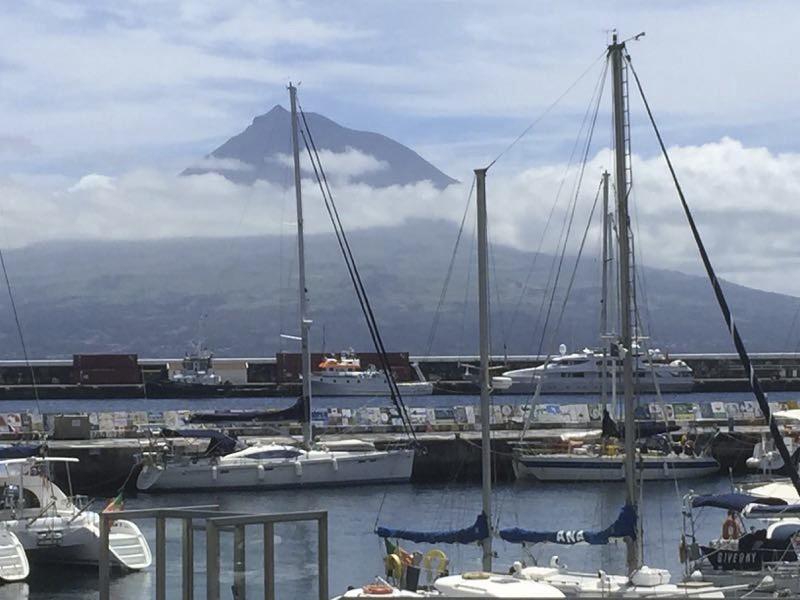 pico-island-boats