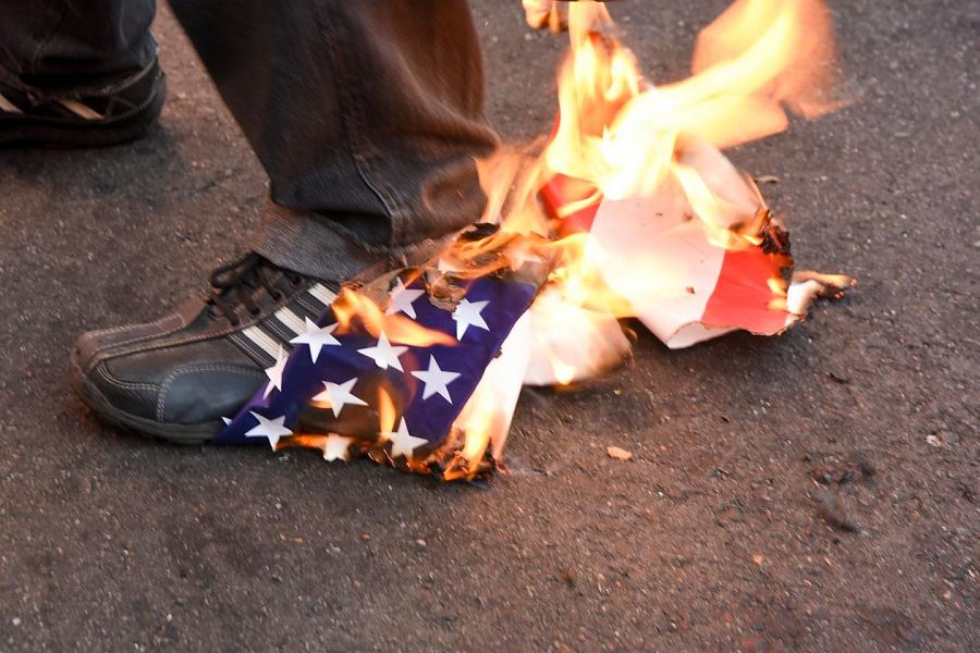 burning-us-flag