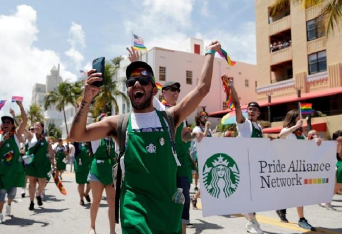 starbucks-pride-parade