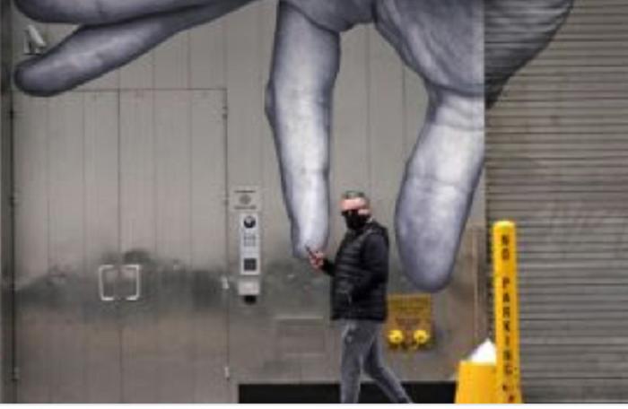 giant-hand-picks-up