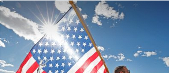 us-flag-in-ths-sun