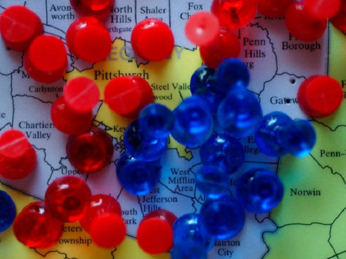 red-blue-pins-on-map