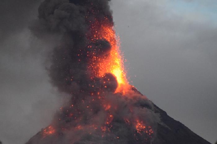 volcano-fire-spews